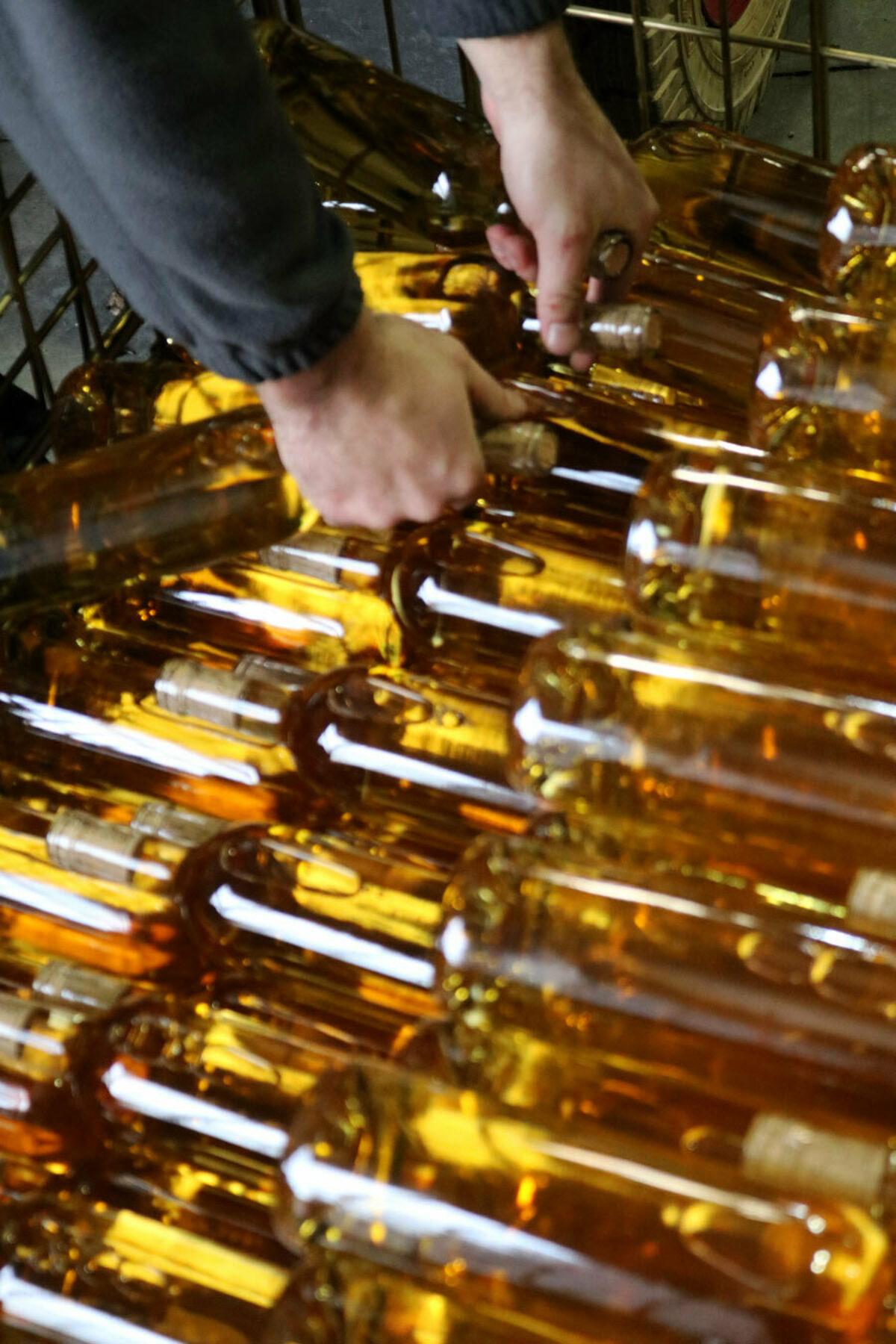 Remplacement De Bouchon Des Millesimes Recents Recork Reconditionnement Vin Blanc G